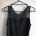Czarny crop top modny z siateczką
