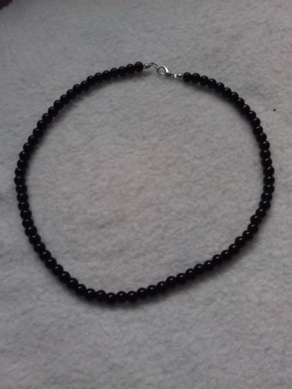 Korale krótkie czarne