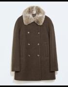 Wełniany płaszcz ZARA z odpinanym futerkiem XL