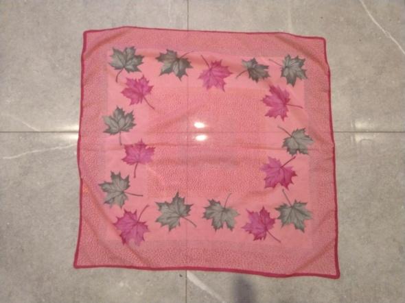 Różowa chusta apaszka liście