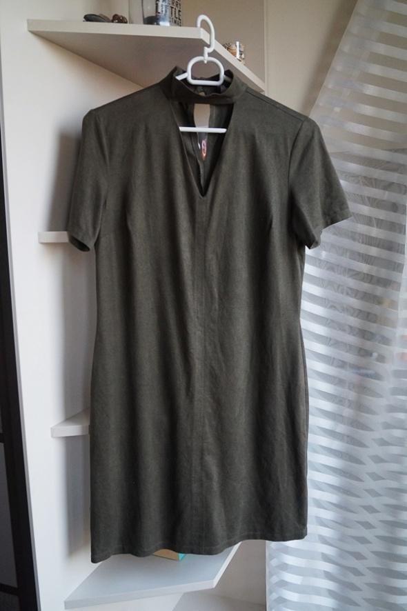 Sukienka z chokerem zamszowa khaki Primark XS