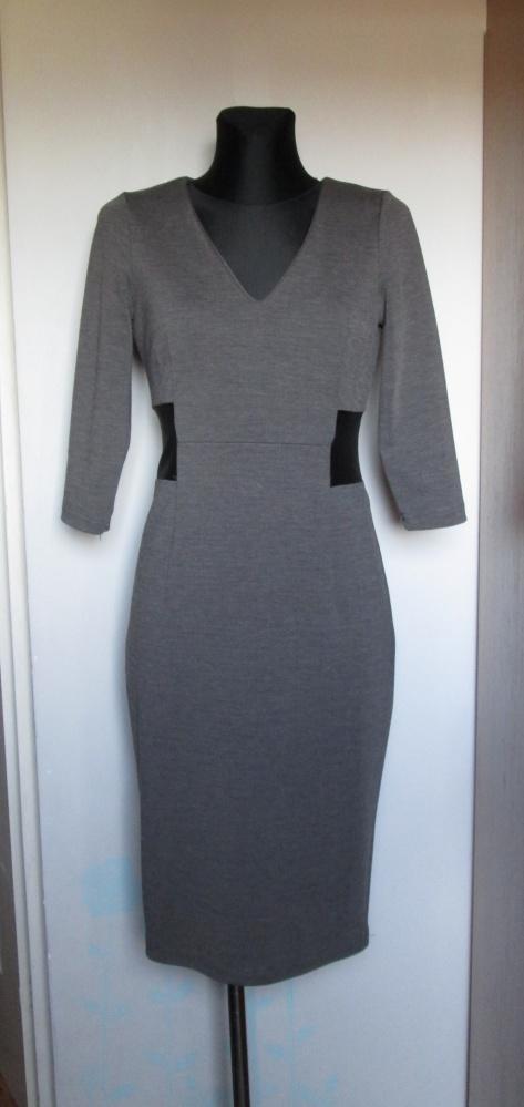 Reserved śliczna popielata sukienka z dekoltem czarne wstawki...