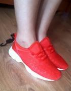 nowe czerwone adidasy do ćwiczeń work out