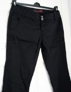 Proste czarne spodnie w prążki eleganckie...