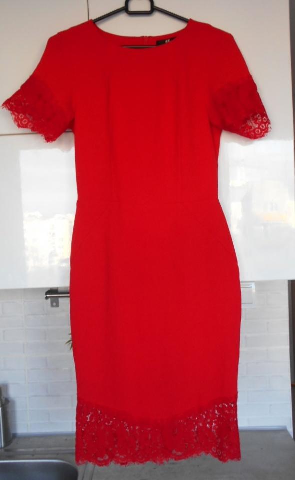 HM czerwona sukienka ołówkowa koronkowa elegancka...