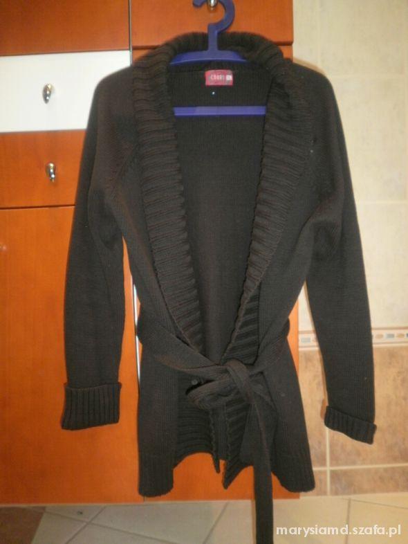 Carry nowy brązowy sweter z paskiem...