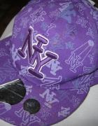 czapka z daszkiem NY...