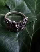 Srebrny motylek...