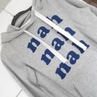 Cropp szara bluza z kapturem nadruk napis nah