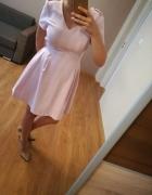 Reserved sukienka pudrowy róż 36 żakardowa