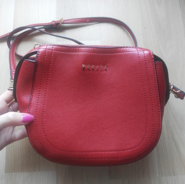 Czerwona mała torebka MOHITO...
