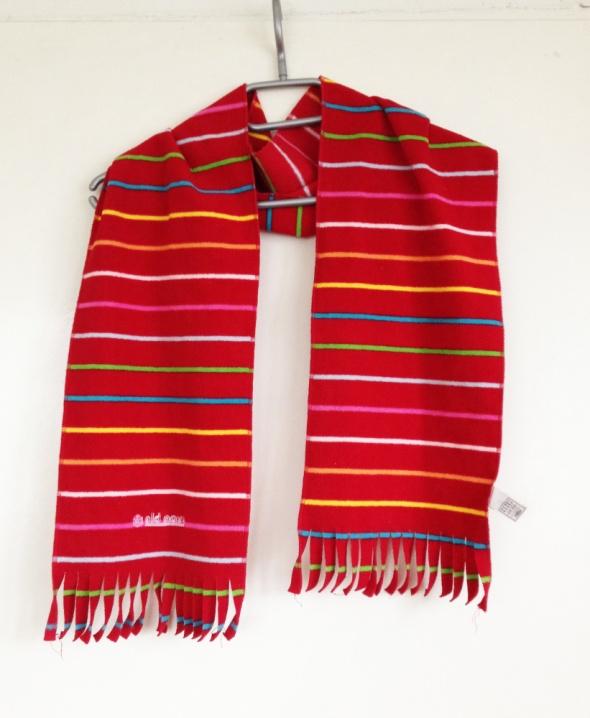 Szalik paski Old Navy kolorowy kolorowe czerwony długi z frędzlami frędzle