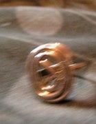 ładny skręcany pierścionek