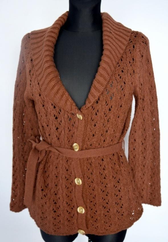 Brązowy ażurowy sweter kardigan z paskiem
