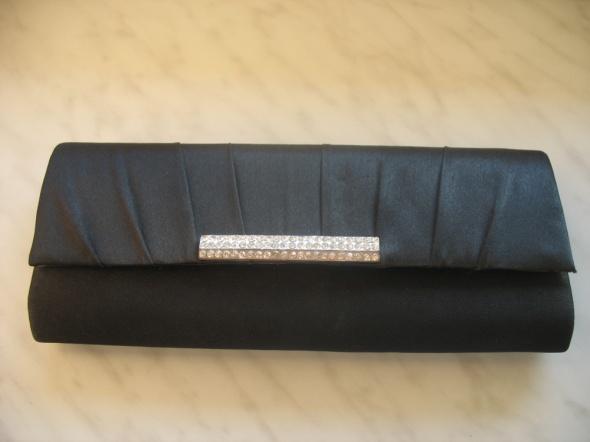 Czarna elegancka kopertówka listonoszka cyrkonie