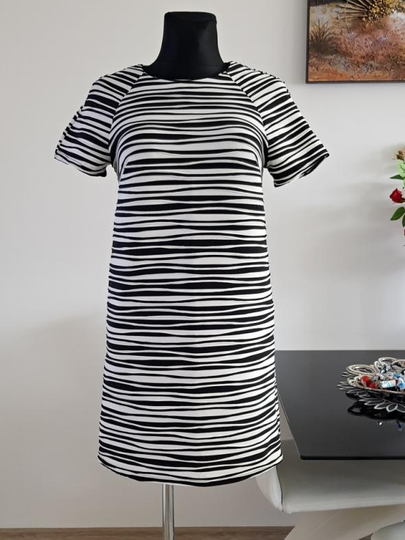 biało czarna sukienka w pasy Atmosphere