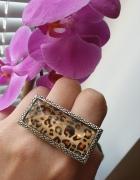 House pierścionek na dwa palce w panterkę