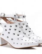 Białe sandały z cholewką 36...