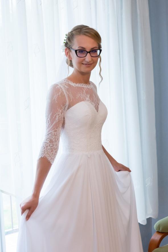 Suknia ślubna śnieżnobiała koronka Pronovias głębokie plecy jedwab 34