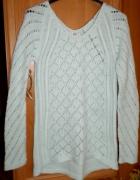 Miętowy ażurowy sweter warkocz asymetryczny