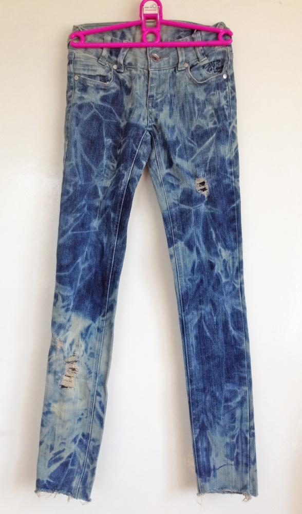 Spodnie Rurki marmurki z dziurami 22 wąskie unikatowe jeansowe dżinsowe granatowe