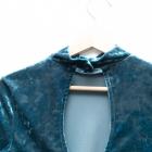 Monki piękna welurowa sukienka niebieska retro vintage dekolt