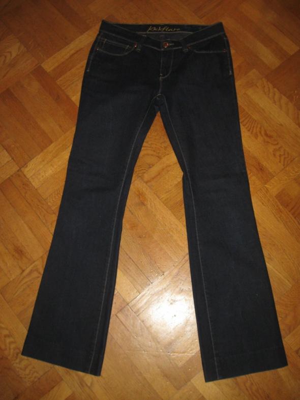 jeansy na wysoką osobę