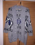Ciepły sweterek Terranova stan idealny...