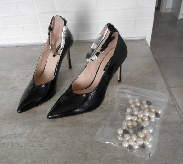 Zara nowe skórzane czarne szpilki paski na kostkę zdobione perł...