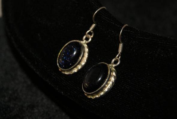 srebrne kolczyki z kamieniem Noc Kairu