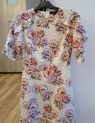 Delikatna sukienka w kwiaty