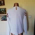 Bluzka biała z haftem 38