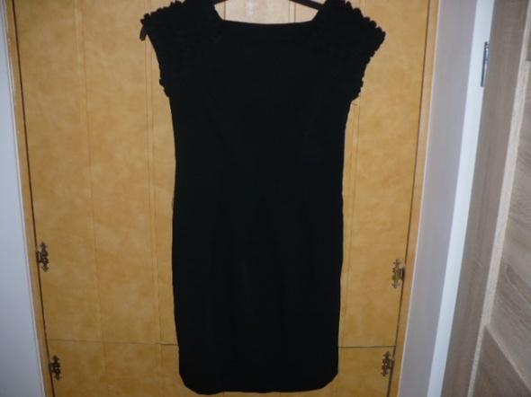 Suknie i sukienki sukienka mała czarna z ozdobnym krótkim rękawkiem