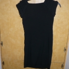 sukienka mała czarna z ozdobnym krótkim rękawkiem