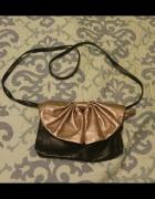 Mała torebka kokardka czarna kopertówka wesele 2w1...