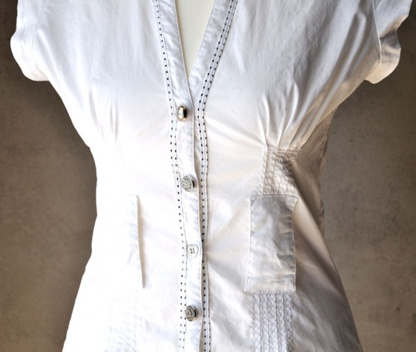 Bluzki Bluzka INFLUENCE biel ozdobne guziki przeszycia S