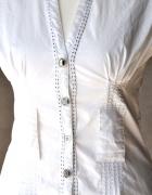 Bluzka INFLUENCE biel ozdobne guziki przeszycia S...