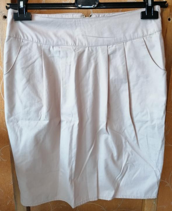 Spódnice Kremowa prosta spódnica