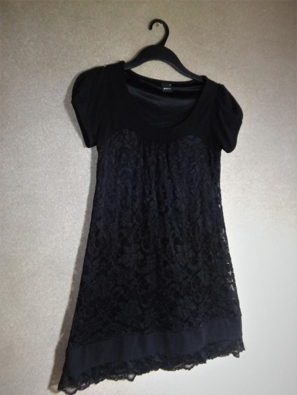 Czarna trapezowa sukienka koronkowa 34 Gina Trico