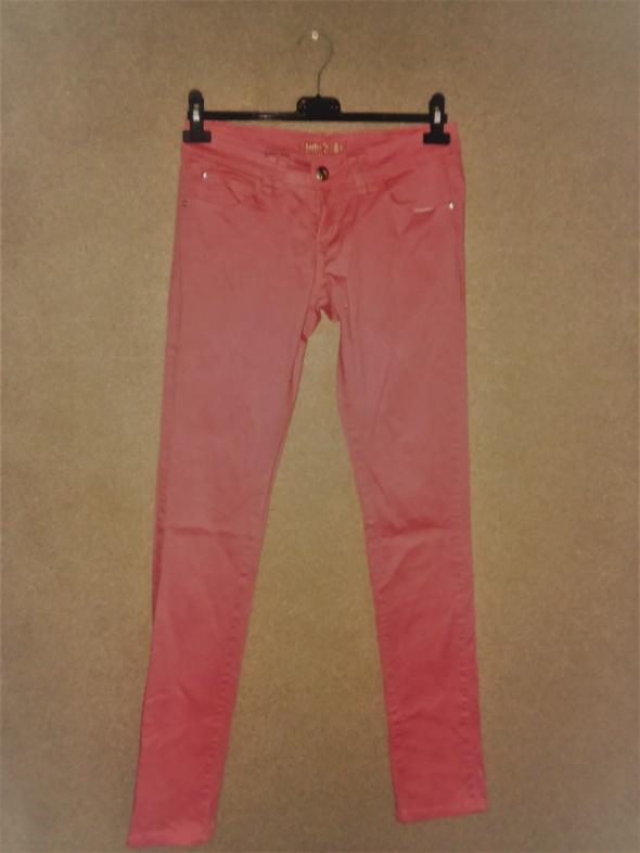 Różowe elastyczne jeansy rurki skinny 40