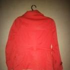 Czerwony krótki płaszcz zapinany 38