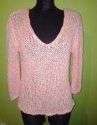 Sweterek z neonową nitką