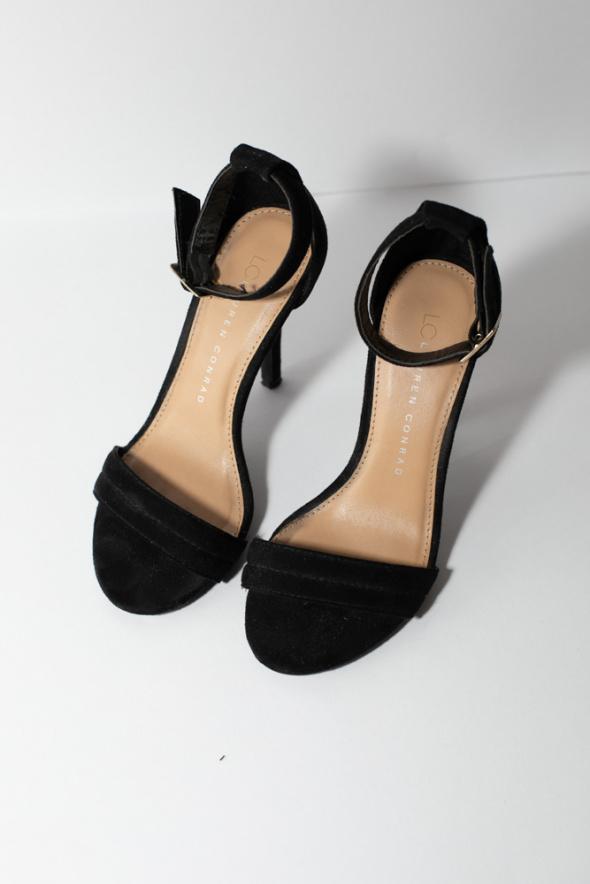 Szpilki Piękne czarne szpilki Lauren Conrad paseczki New York