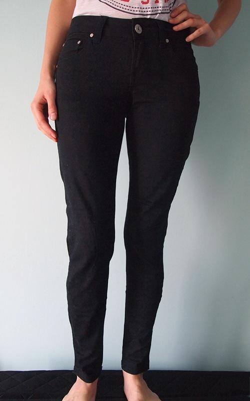 Czarne spodnie materiałowe rurki Terranova 36 XS jeansy obcisłe wąskie skinny