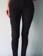Czarne spodnie materiałowe rurki Terranova 36 XS jeansy obcisłe...