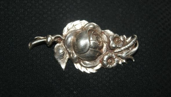 stara srebrna broszka