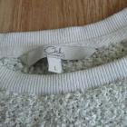 biały sweter z włosem i z błyszcząca nitką