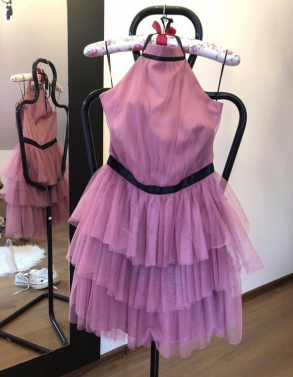 Różowa sukienka tiulowa...