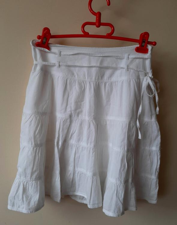 Rozkloszowana biała spódnica Pimkie S midi