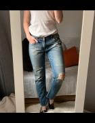 Boyfriendy jeansy z dziurami Zara M przetarcia...
